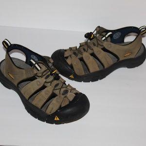 Keen Men size 11 Hiking walking sandals